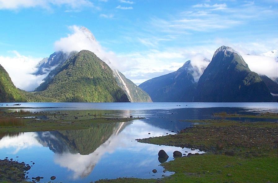 http://www.canb.auug.org.au/~lpb/diary/photos/Milford_Sound-31Jan04.jpg